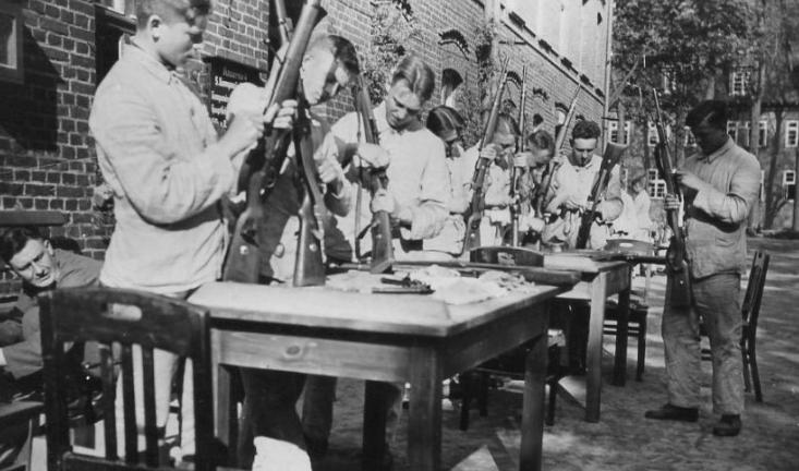 Стрелковая подготовка в школе Штральзунда. 1938 г.