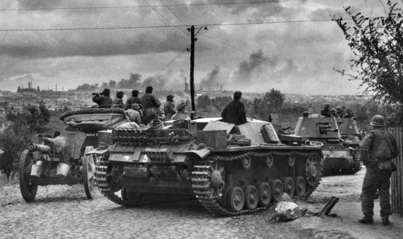 Подразделение дивизии СС Лейбштандарт Адольф Гитлер на въезде в Мариуполь. Октябрь 1941 г.