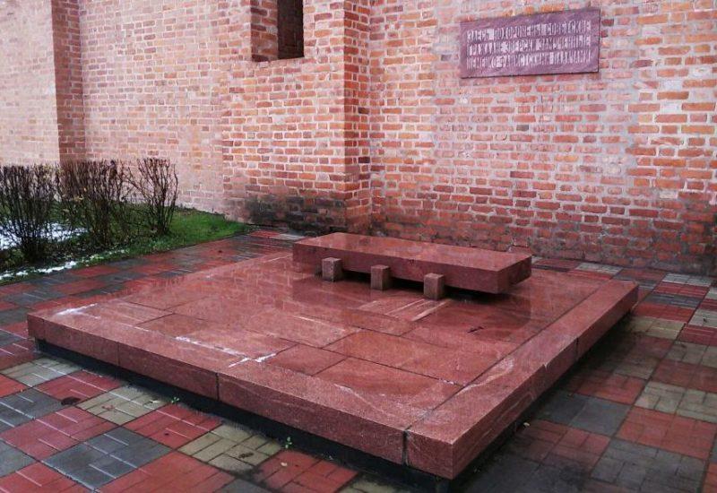 Братская могила советских граждан, зверски замученных немецкими оккупантами.