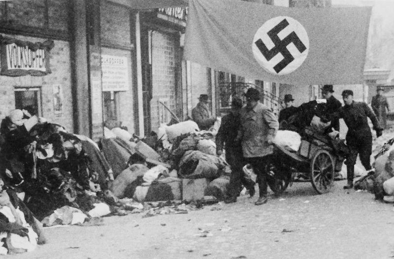 Сбор одежды и одеял на нужды армии. Январь 1945 г.