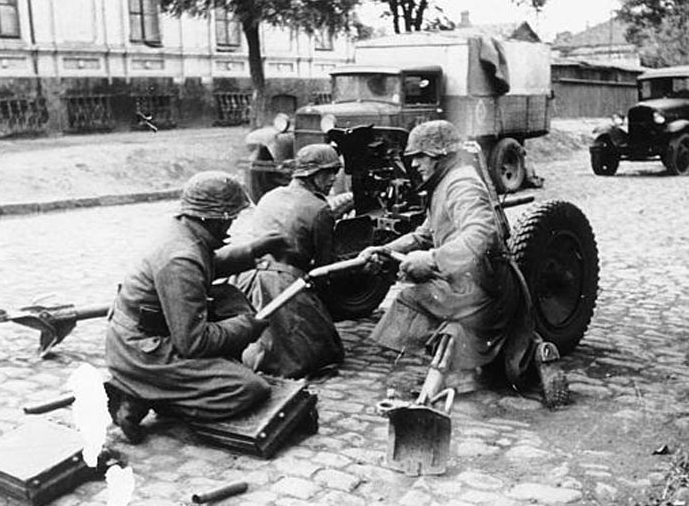 Уличные бои. Октябрь 1941 г.