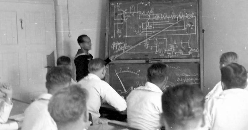 Занятия в морской школе командоров в Рантуме.