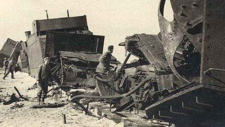 Разбитый бронепоезд «Маршал Буденный» ст. Потоки. 4 сентября 1941 г.