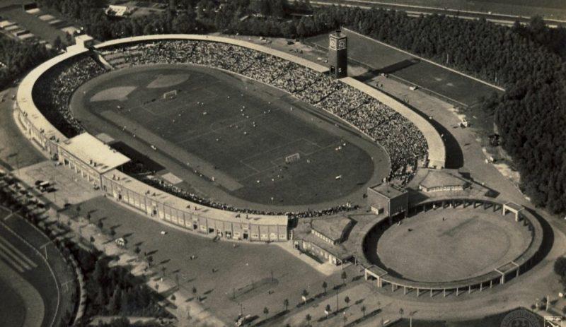 Олимпийский стадион Бреслау с достроенной часовой башней. 1939 г.