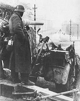 Немецкие артиллеристы. Февраль 1945 г.