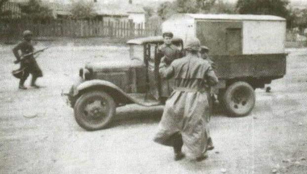 Захват немцами советского автомобиля. 8 октября 1941 г.