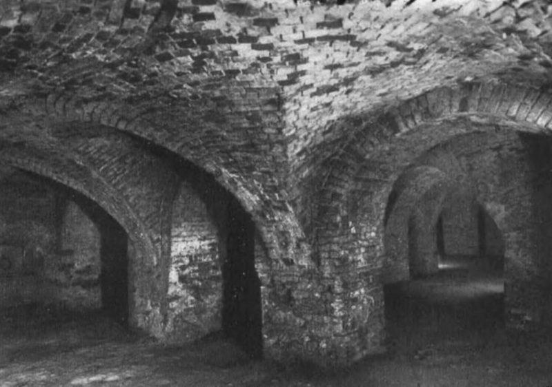 Подземелья Вроцлава, сохранившиеся до сих пор под бывшими замками, храмами, монастырями и прочими сооружениями.