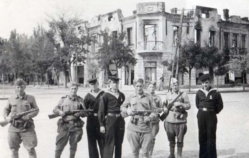 Воины-десантники 384 отдельного батальона морской пехоты. Сентябрь 1943 г.