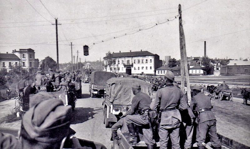Немецкие войска входят в город. 9 сентября 1941 г.