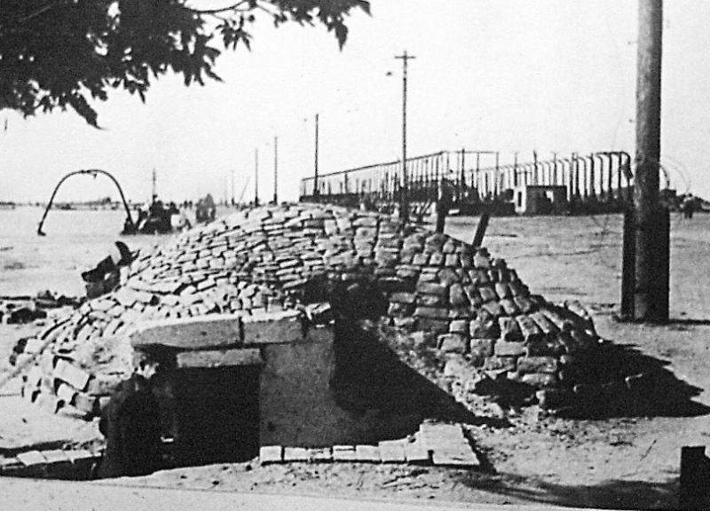 Немецкий ДЗОТ на набережной. 1943 г.