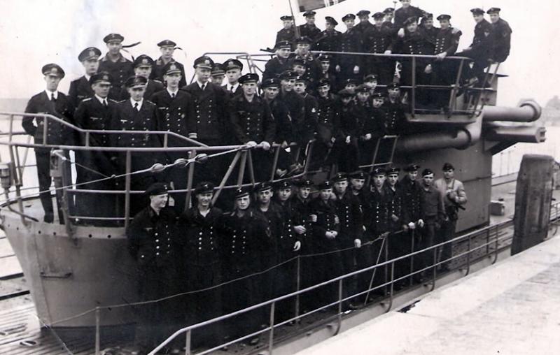 Экипаж подлодки перед походом.