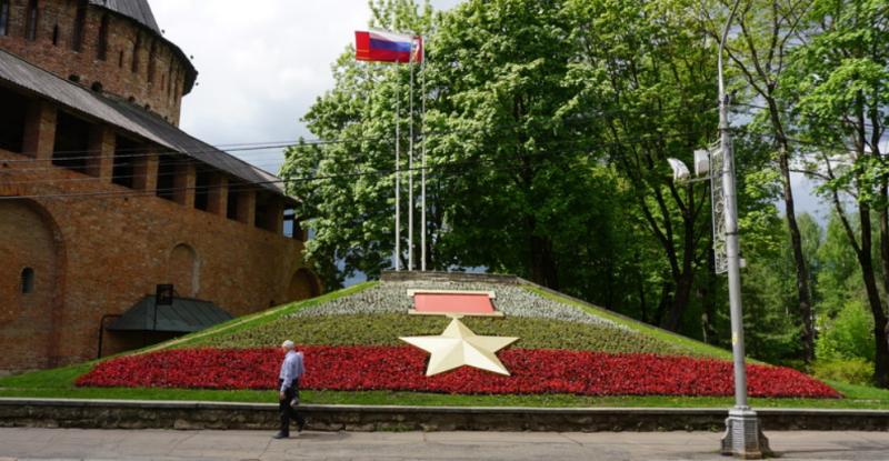 г. Смоленск. Памятный знак на улице Октябрьской революции.