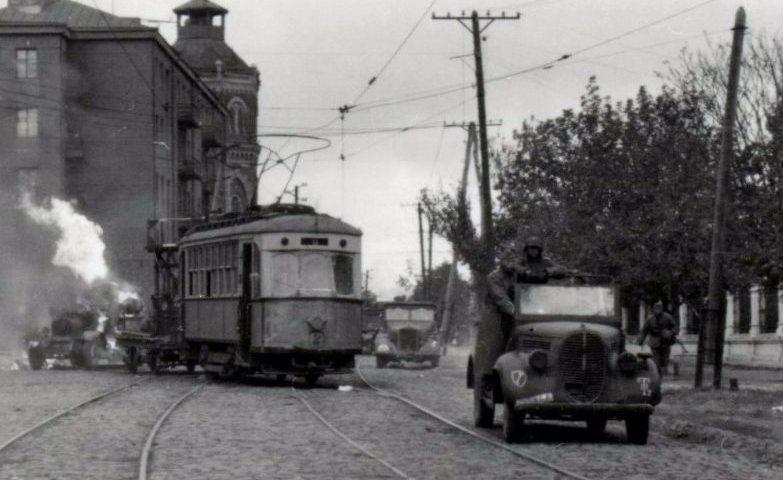 Немецкие войска входят в город. 8 октября 1941 г.