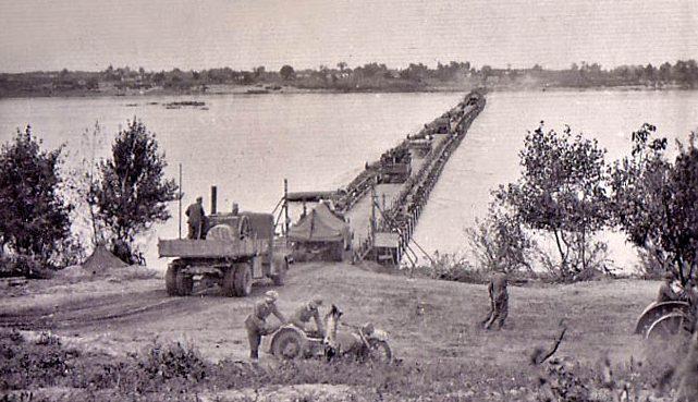 Понтонный мост у х. Воровского. Сентябрь 1941 г.