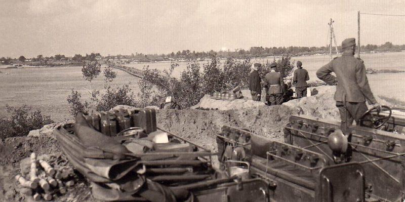 Позиции немецких зенитных орудий на правом берегу Днепра напротив х. Воровского.