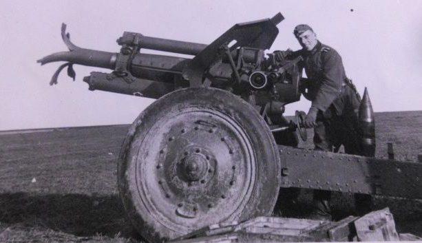 Взорванная советская 122-мм гаубица. Сентябрь 1941 г.