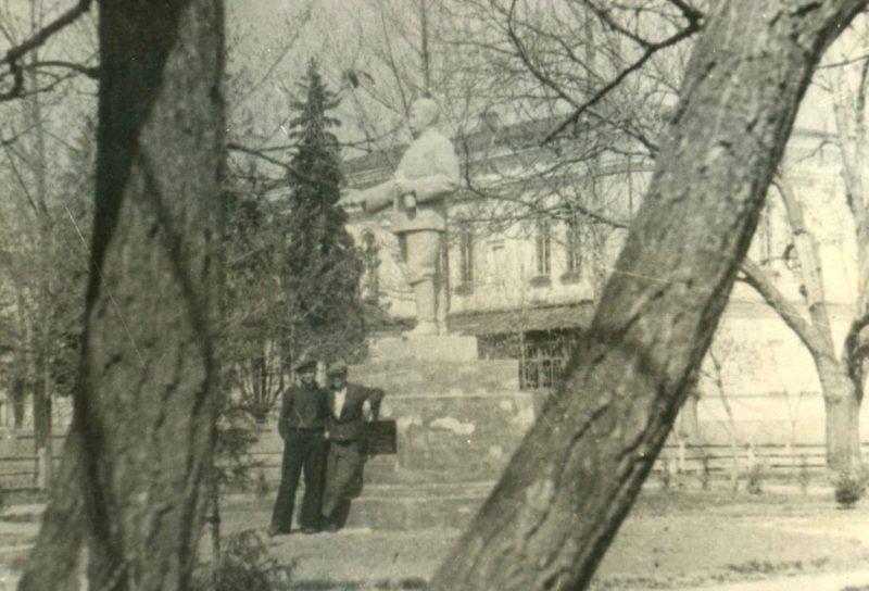 Памятник Сталину до разрушения. 1941 г.