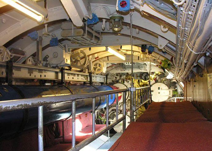 Откидные койки в торпедном отсеке подлодки «U-995».