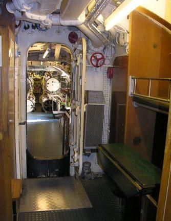 Места для обер-фельдфебелей (в 2 яруса, с обеих сторон) «U-995».