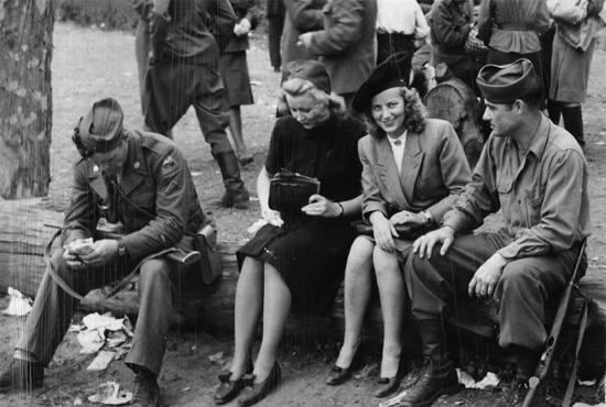 Американские солдаты в Европе.