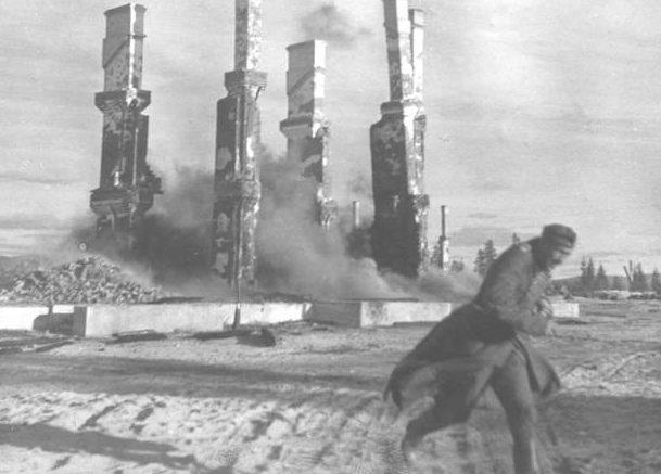 Горящие руины. Сентябрь 1943 г.