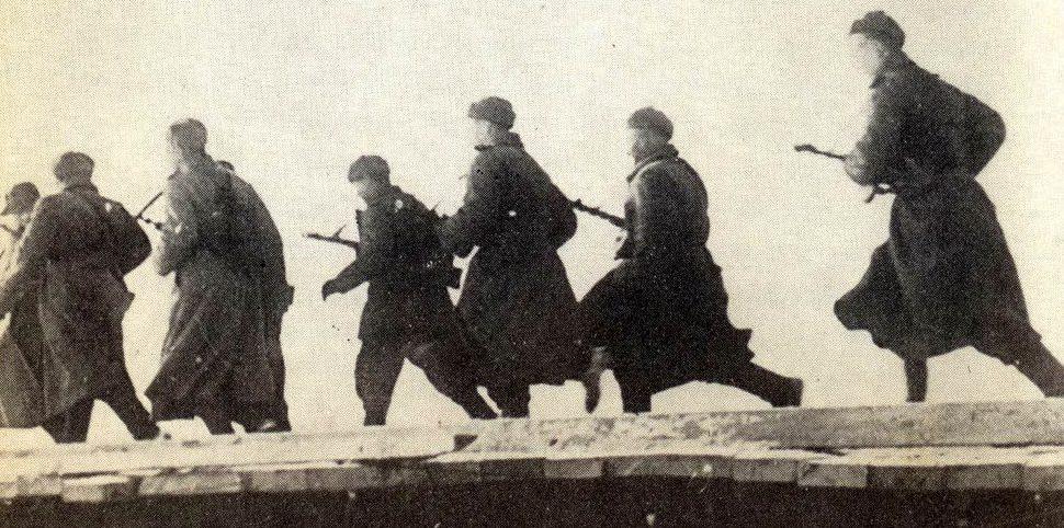 Атака советских пехотинцев. Февраль 1945 г.