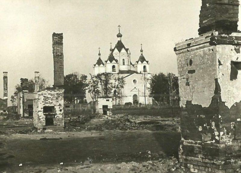 Разрушения в городе. 1943 г.