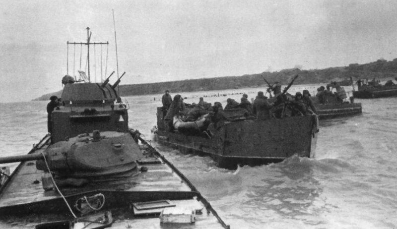 Бронекатера и тендеры Азовской военной флотилии, во время подготовки к десанту в Мариуполе. Сентябрь 1943 г.