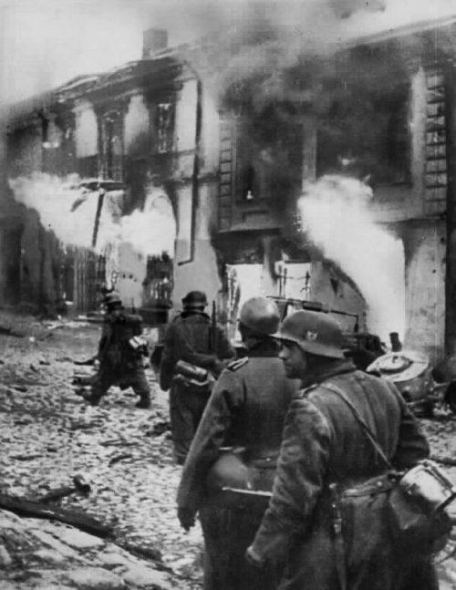 Оккупанты уходят из города. 9 сентября 1943 г.