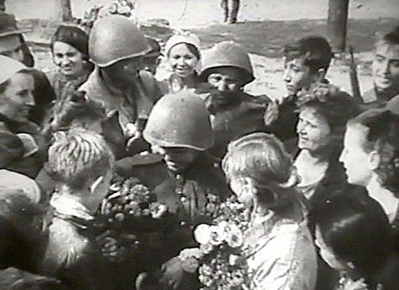 Мариупольцы встречают освободителей. 10 сентября 1943 г.