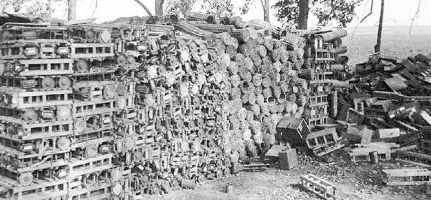 Захваченный немецкий склад в Кудрином яру у Глухова. Сентябрь 1943 г.
