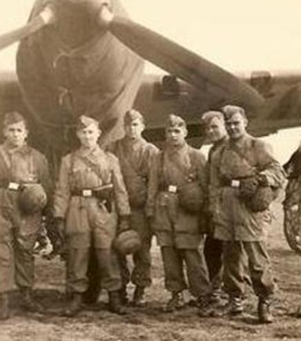 Десантники на аэродроме. 1940 г.