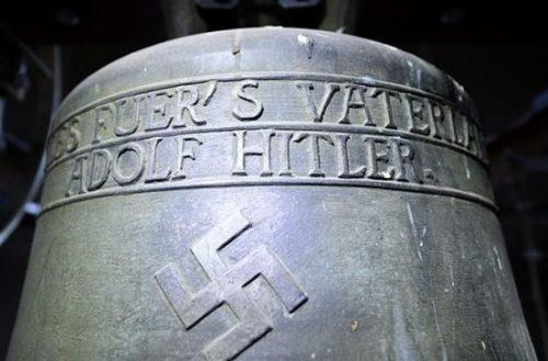 Нацистский колокол в церкви Германии.