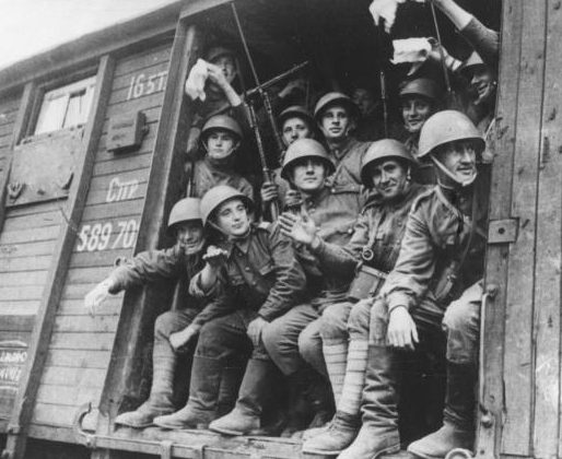 Польские части едут на фронт. 1943 г.