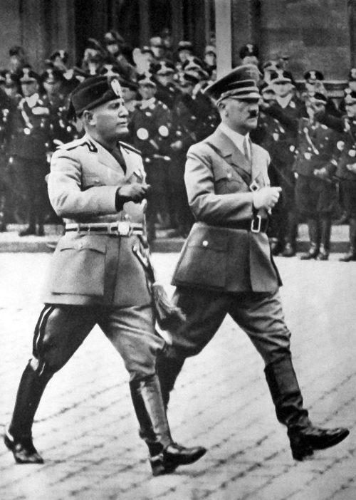 Бенито Муссолини и Адольф Гитлер. Будапешт, 1939 г.