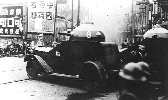 Японские бронеавтомобили на улице Шанхая. Январь 1931 г.
