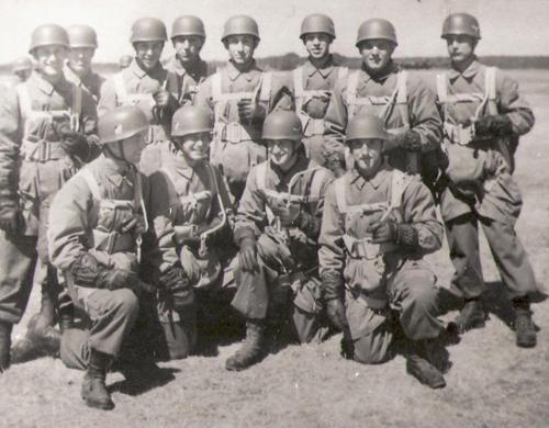 Одно из первых подразделений парашютистов Люфтваффе. 1936 г.