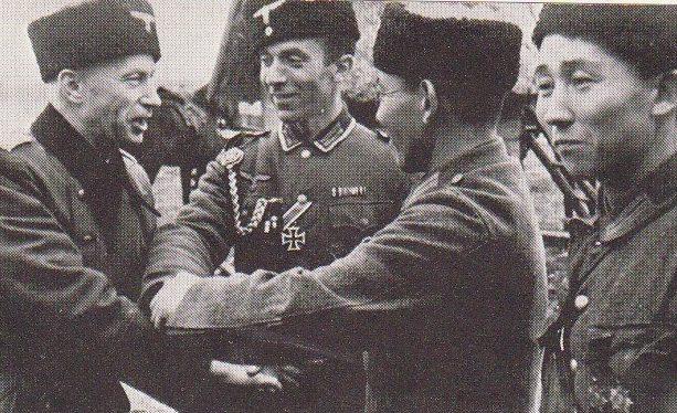 Солдаты немецкого калмыкского кавалерийского корпуса.
