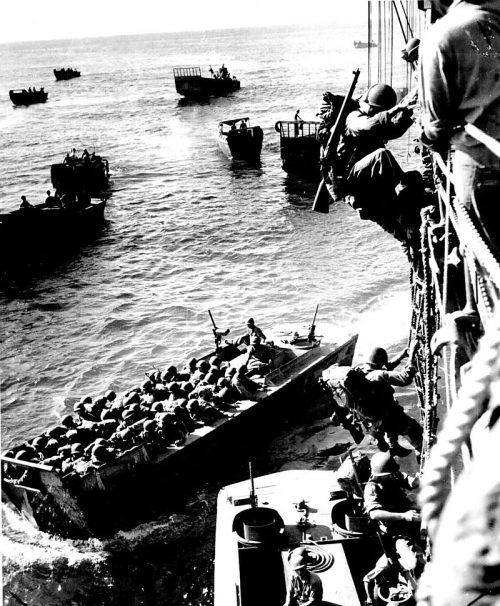 Высадка американцев в бухте Императрицы Августы.