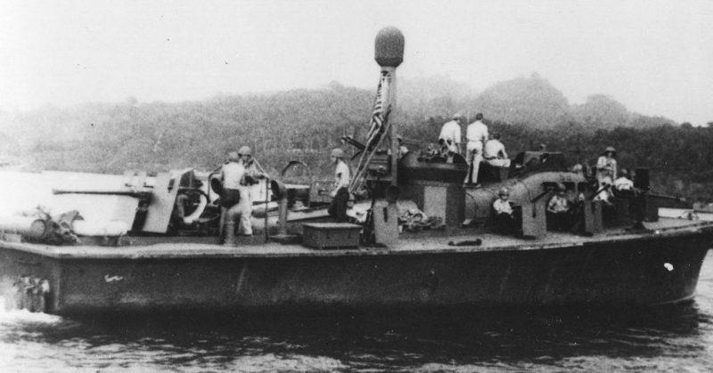 Торпедный катер, использовавшийся для снятия десанта.