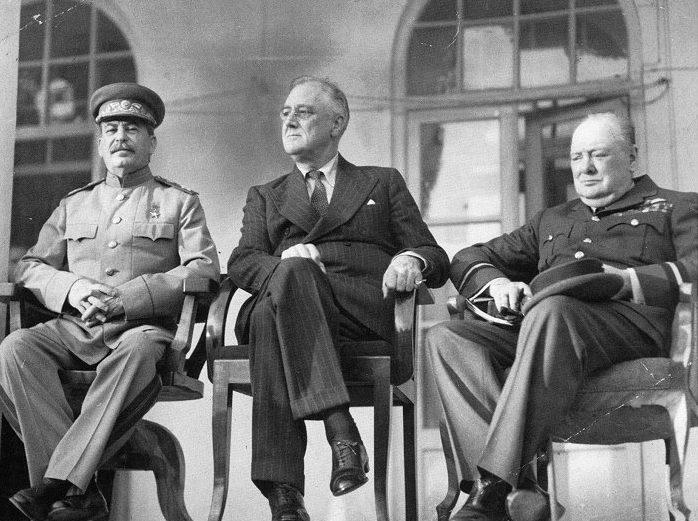 И. В. Сталин, Ф. Д. Рузвельт У. Черчилль в Тегеране.