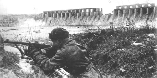 Бой у плотины Днепрогэса.