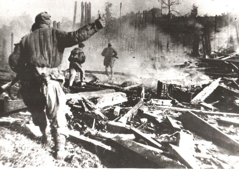 Уличные бои в Речице при освобождении города.