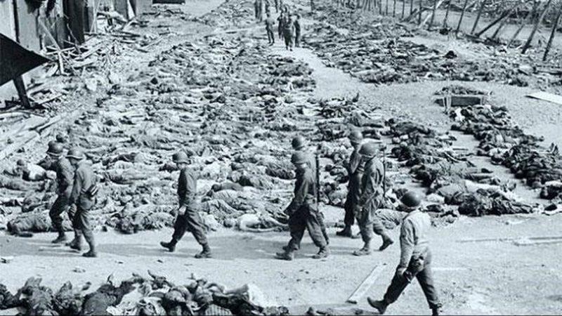 Эксгумация тел американцами во время расследования резни.