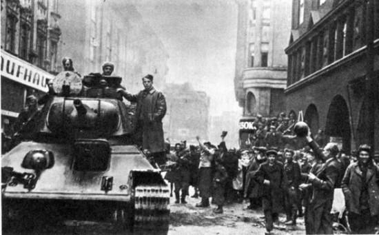 Красная Армия входит в Запорожье.