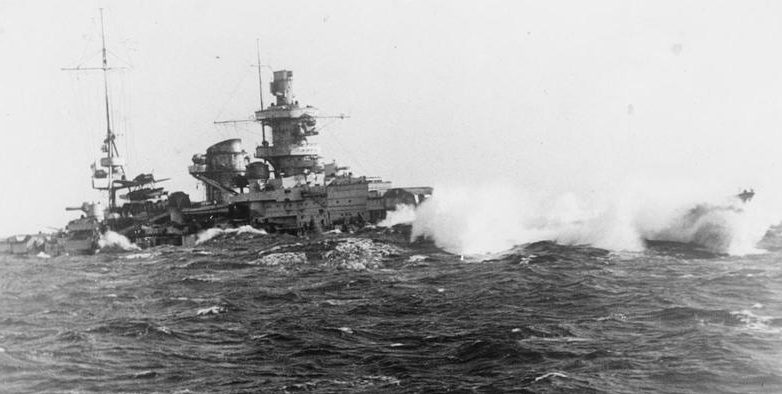 «Шарнхорст» во время шторма в Атлантике. 1940 г.