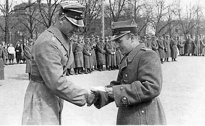 Награждение польских солдат.