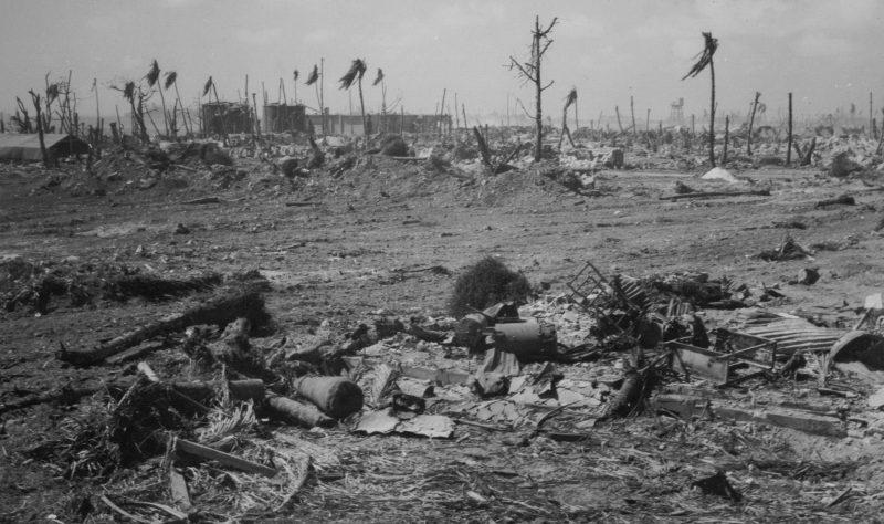 Вид острова Кваджалейн после американских бомбардировок.
