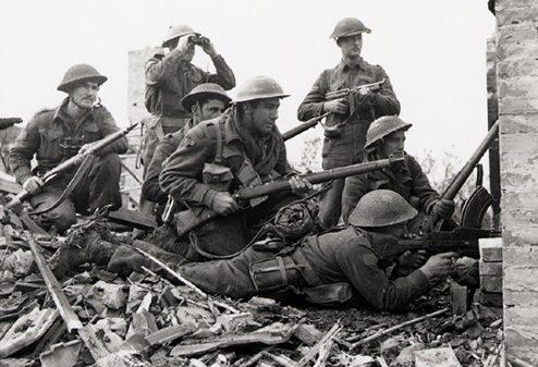 Солдаты 1-й канадской пехотной дивизии в Италии.