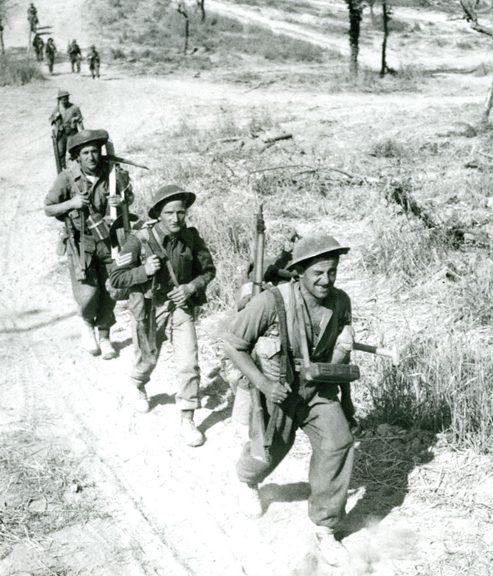 Канадские пехотинцы у реки Мелфа.